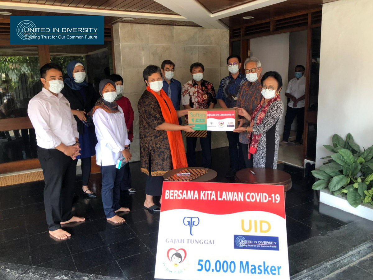 United in Diversity with Gajah Tunggal Group Support, Donates 50 Thousand Masks for Hospitals and Citizens at Jepara
